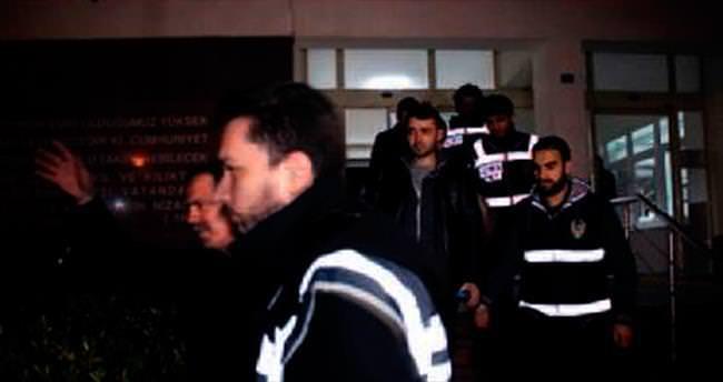 FETÖ'ye bir darbe daha: 5 tutuklama