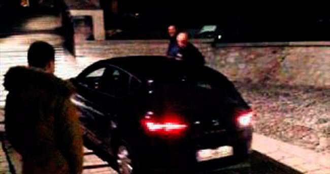 Türk vatandaşı Mostar Köprüsü'ne otomobille çıktı