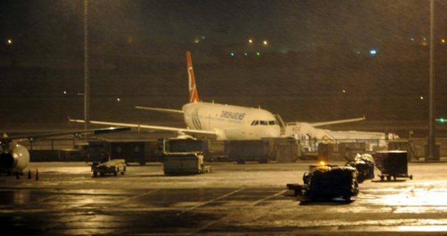 İstanbul'da 200'den fazla uçak seferi iptal