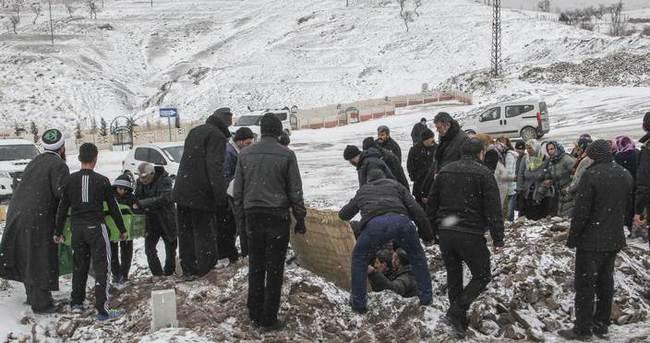 Sur'da roketle vurulan kadın memleketinde defnedildi