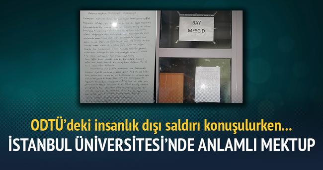 İstanbul Üniversitesi mescidinin kapısında anlamlı mektup