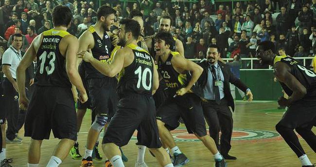 Fenerbahçe son saniye üçlüğü ile kazandı
