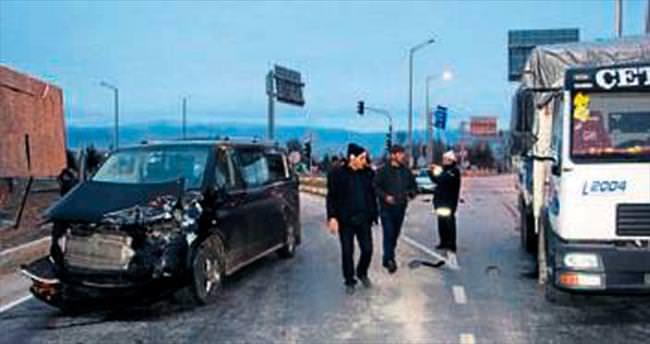 İki ayrı kazada 4 kişi yaralandı