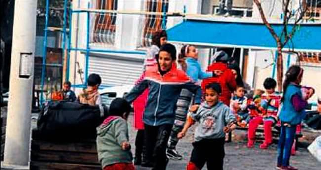 Hatuniye Meydanı Suriyeli miniklerin