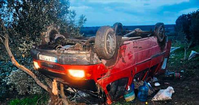 Servis minibüsü takla attı: 12 yaralı