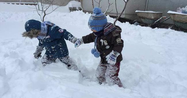 İlk kez kar görüp çılgına döndüler