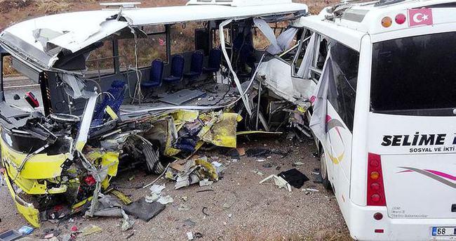 Halk otobüsü öğrenci servisiyle çarpıştı: 2 ölü