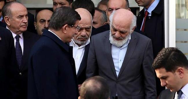 Davutoğlu'dan Yeni Akit'e taziye ziyareti