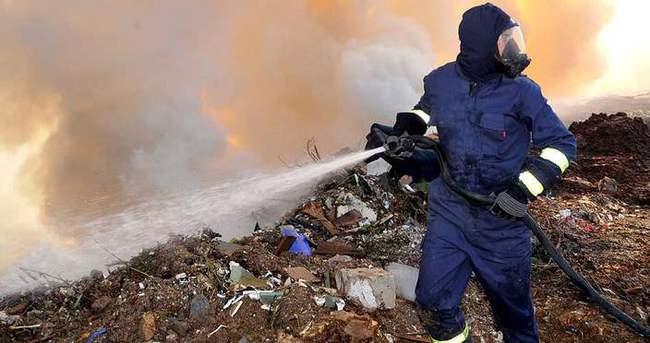 Çöplük yandı, gökyüzü dumanla kaplandı