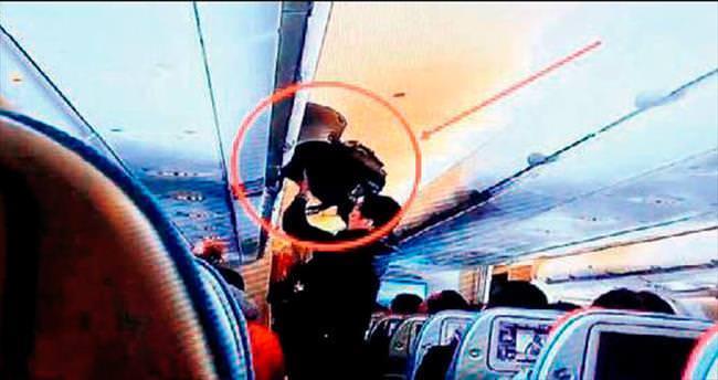 Uçaktaki hırsızı yolcu yakalattı