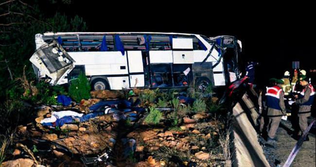 Umuda yolculuk otobüsü devrildi
