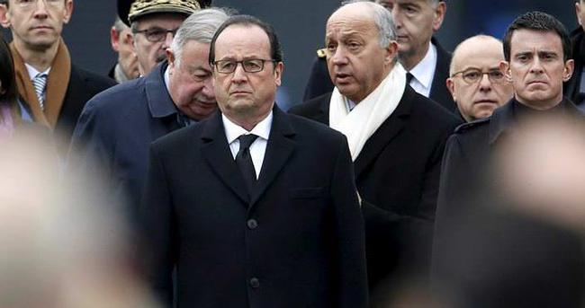 Hollande, Camiyi ziyaret etti, kardeşlik çayı içti