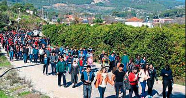 Adrasan'da davul zurnalı yürüyüş