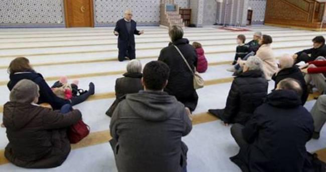 Fransızlar cami ve mescitleri ziyaret etti