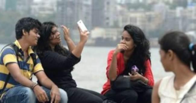 Hindistan'da selfie çekmek yasaklandı