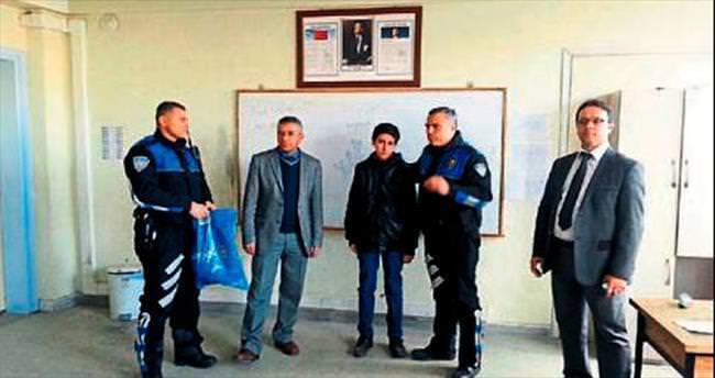 Örnek öğrenci Fahri iyilik ödülünü aldı