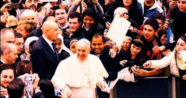 Papa kurbanlar için dua etti