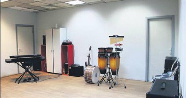 Müzik stüdyosuna ziyaretçi ilgisi büyük
