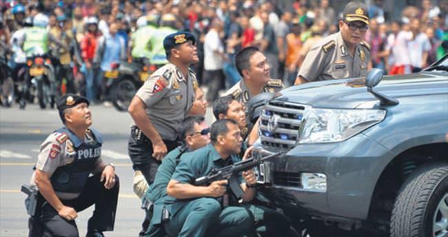 Terör Cakarta'da 17 ölü