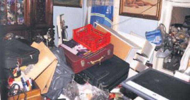 Dünya gezgininin evinden 40 araç çöp boşaltıldı