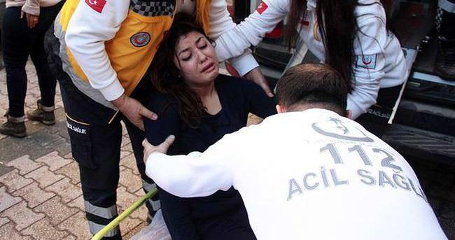 Eşini sokak ortasında dövüp hastanelik etti
