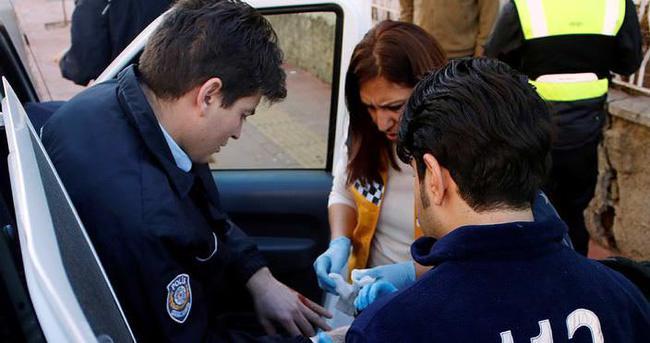 Polis, yaralanmasına rağmen hırsızı yakaladı