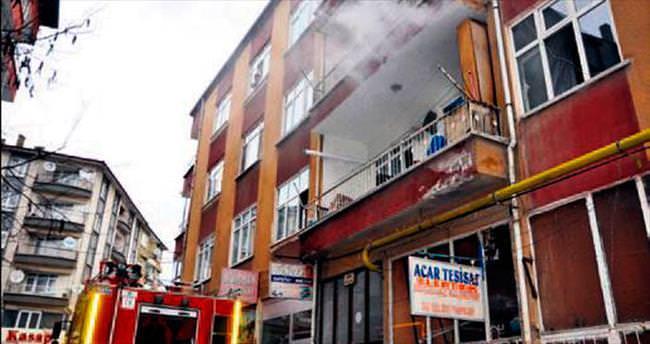 Apartmandaki yangında 3 kişi dumandan zehirlendi