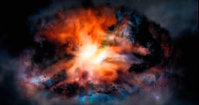 En parlak galaksiyi karadelik parçalıyor