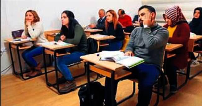 Osmanlıca eğitimi SDÜ'de sürüyor