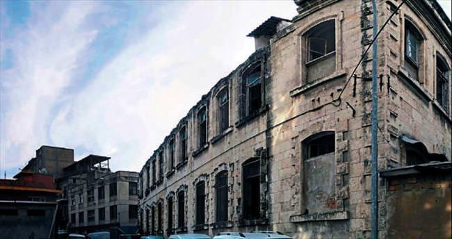 İlgisizlik yüzünden tarihi bina ölüyor