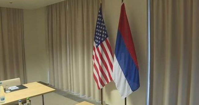 Kerry-Lavrov görüşmesinde 'Rus bayrağı' skandalı
