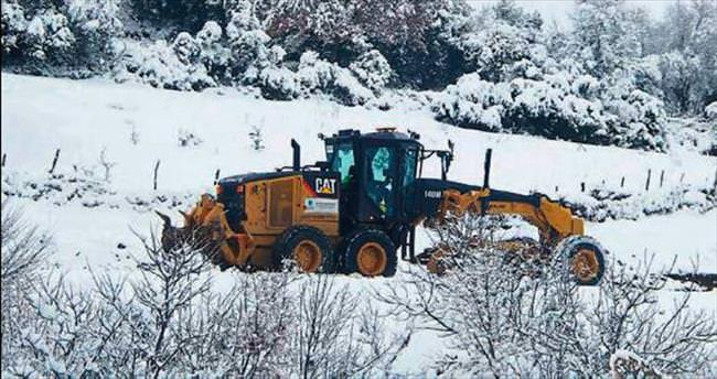 Balıkesir ve İzmir'de ekiplerin kar mesaisi