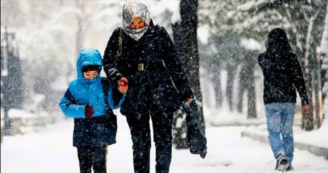 Kar tatilini okula gidince öğrendiler