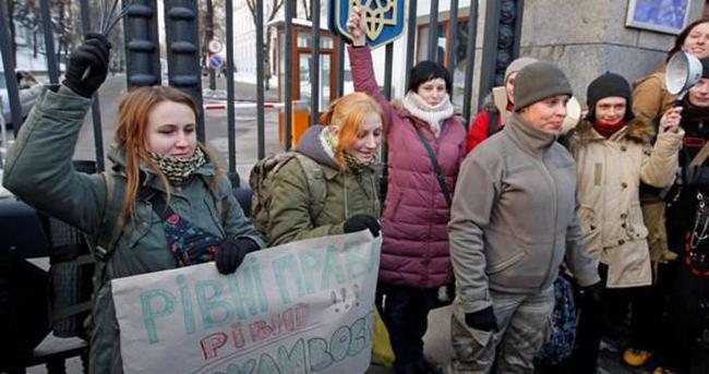 Ukraynalı kadınlar orduda görev almak istiyor