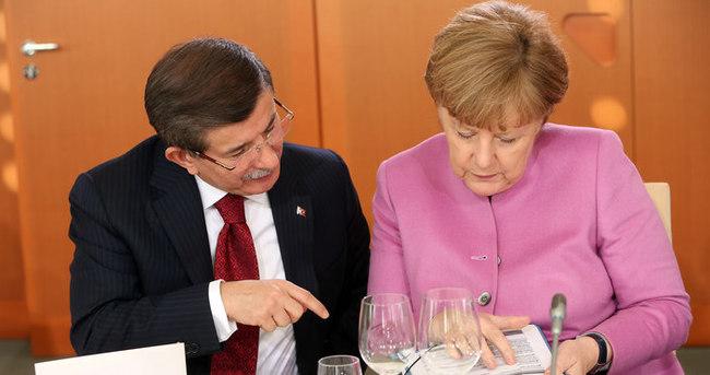 Davutoğlu Almanya'da