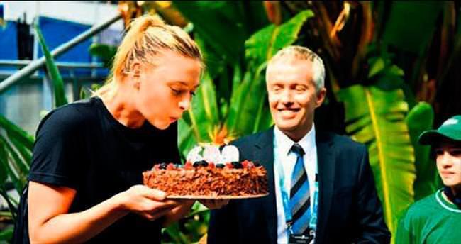 600. galibiyetini pasta ile kutladı