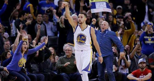 Stephen Curry'den çılgın performans!