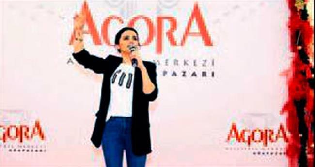Merve Özbey hayranları Agora AVM'yi doldurdu