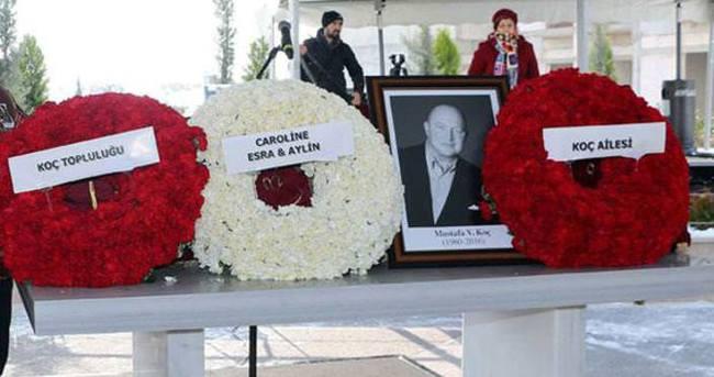 Mustafa Koç'un tabutuna üç çiçek