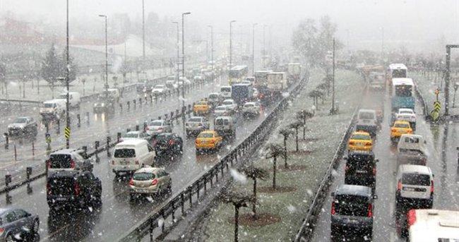 İstanbul'da kar yağışı etkili oluyor