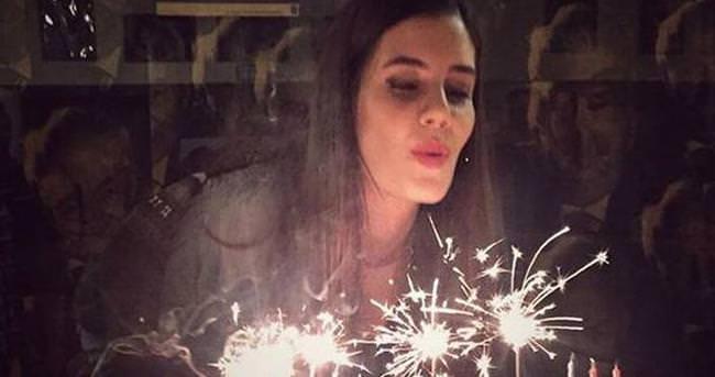 27'nci yaşını sevgilisiyle kutladı