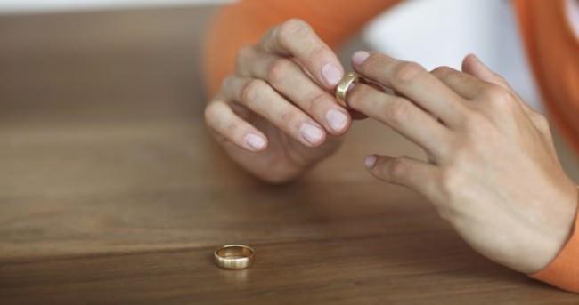 'Anneler boşandığı eşiyle yaşayan kızlarını SGK'ya ihbar ediyor'