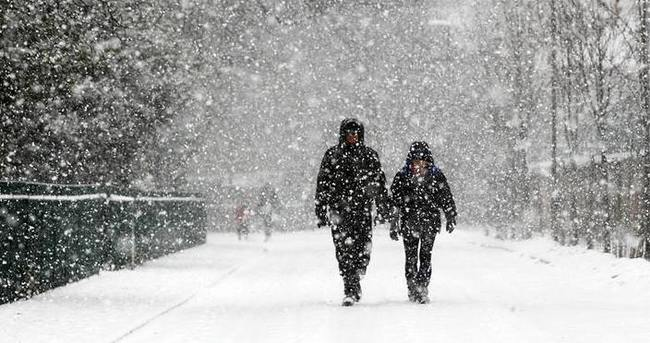 Karlı havada yürürken bunu sakın yapmayın!