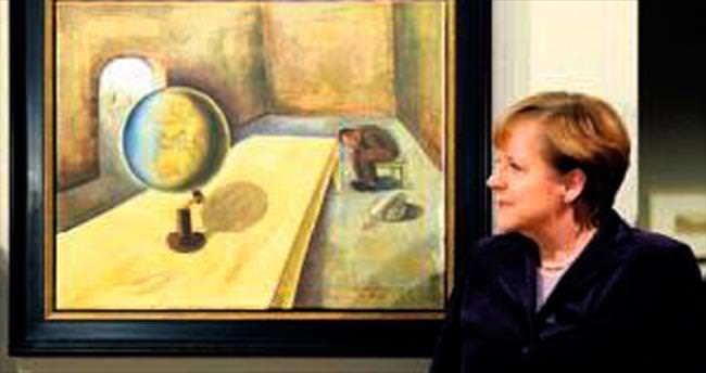 Merkel, soykırım resim sergisini açtı