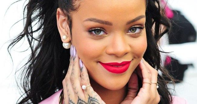 Rihanna'dan olay hareket!