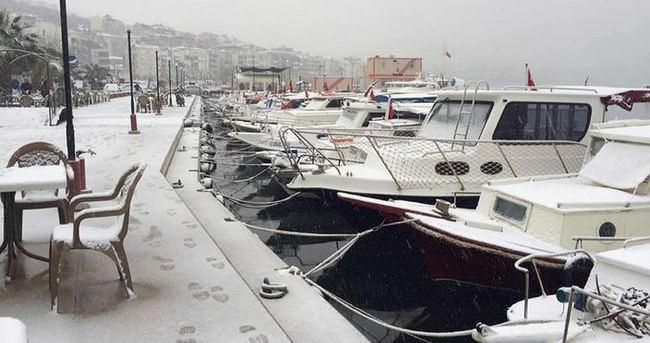 İzmir beyaza büründü