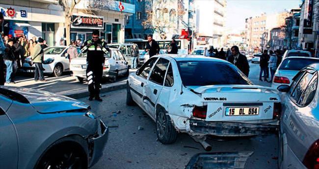 Burdur'da otomobiller birbirine girdi
