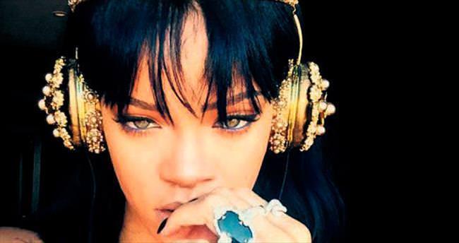 Rihanna tacını taktı