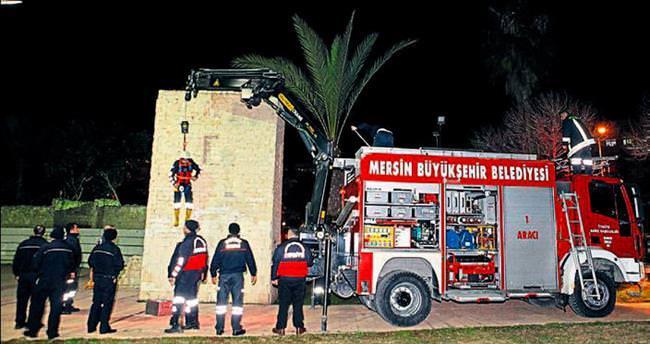 Minyatür Kızkalesi'nde kurtarma operasyonu