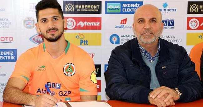 Alanyaspor, Emre Akbaba ile sözleşme imzaladı